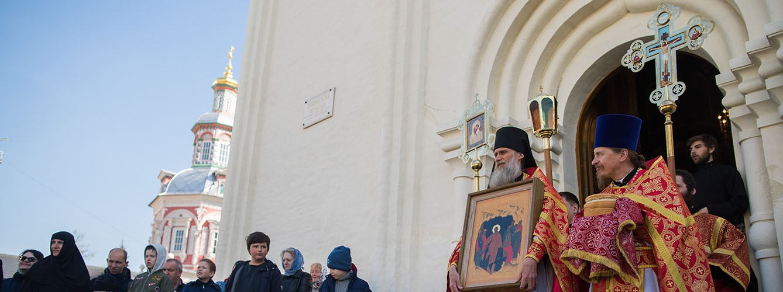 Иконописное отделение Академии молилось за Пасхальной Литургией в Духовской церкви Лавры