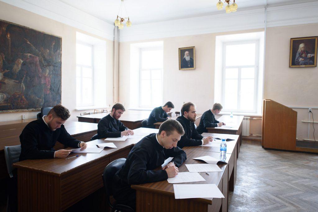 В Академии начались итоговые экзамены