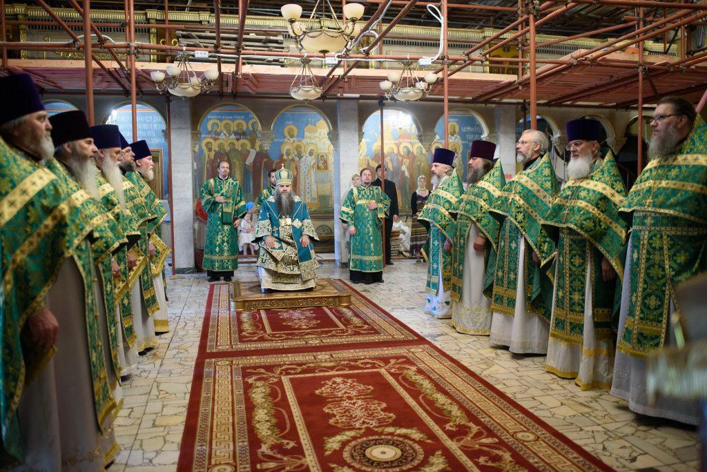 Выпускники 1994 года совершили Божественную литургию в честь 25-летия окончания Академии