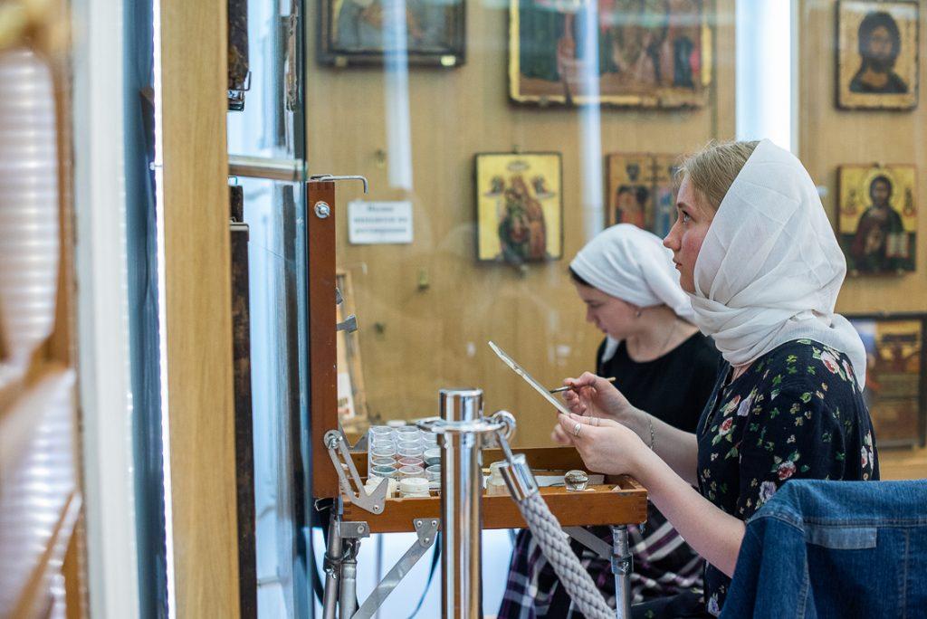 Студенты-иконописцы Донской духовной семинарии проходят музейную практику в музее Московской духовной академии