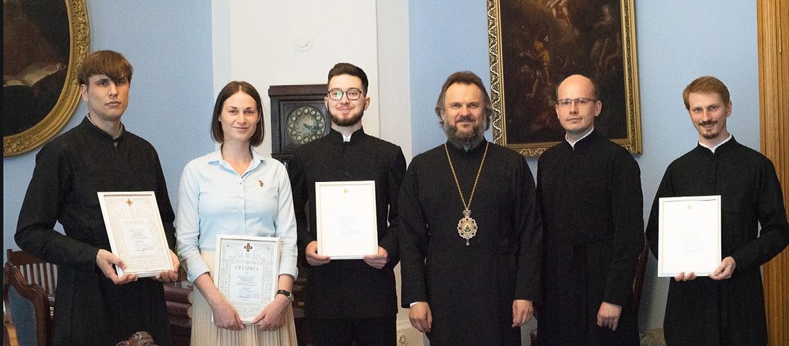 Архиепископ Амвросий наградил студентов и аспирантов, несущих послушание в академическом музее